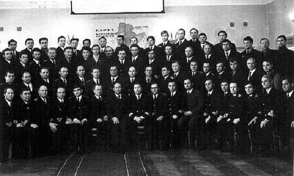 Старший командный состав Управления океанического рыболовства – делегаты Слета работников рыбной промышленности Камчатки в 1973 году. В центре снимка начальник Камчатрыбпрома В.Бирюков, справа от него его заместитель А.Симонов
