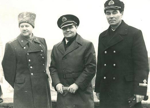 Я и Ю.Камчатка с нашим товарищем заместителем полковником А.Найдёновым.